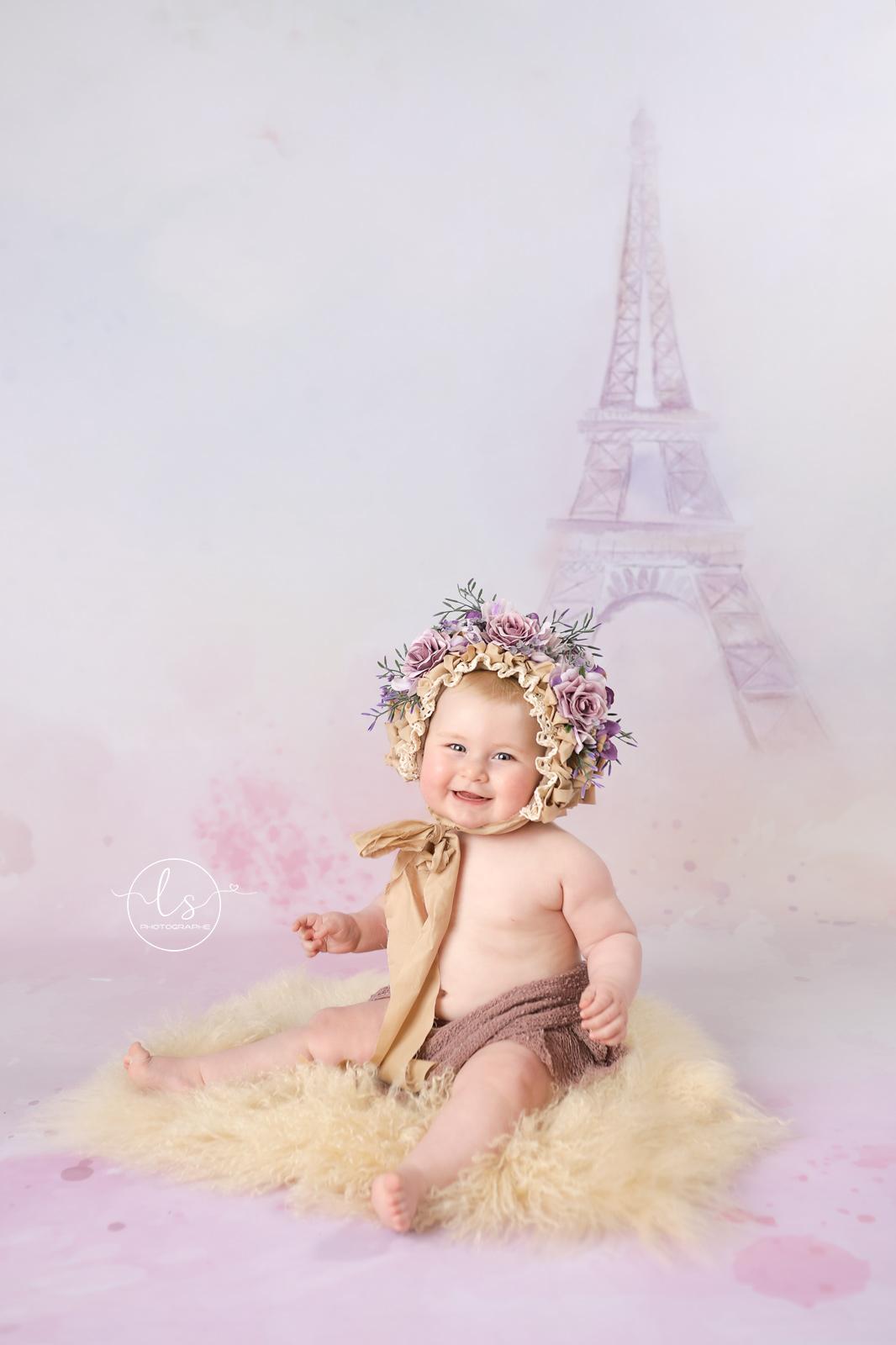 photo bébé bonnet fleurs Belgique tour Eiffel
