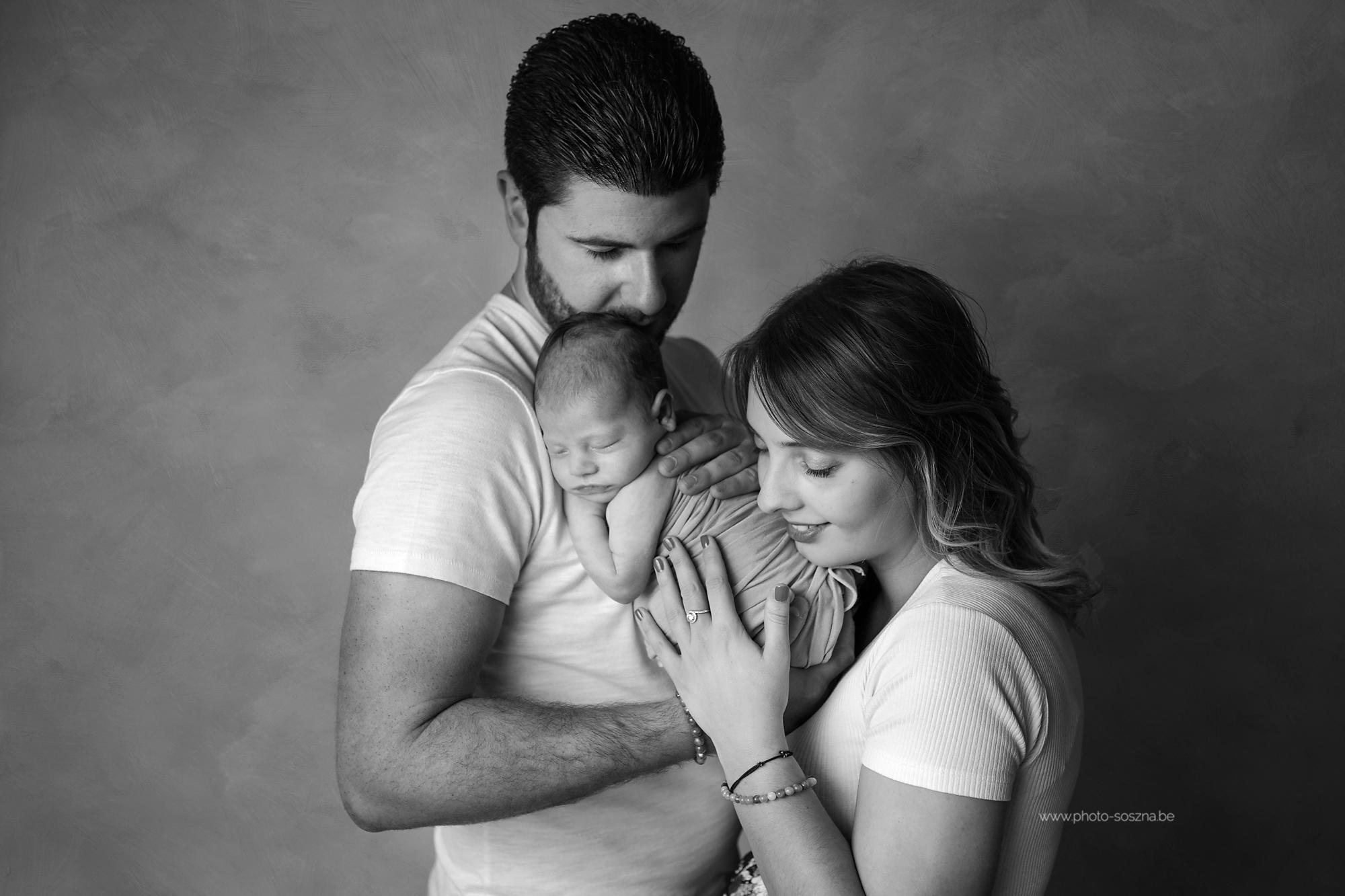 photographe nouveau-né famille bébé studio