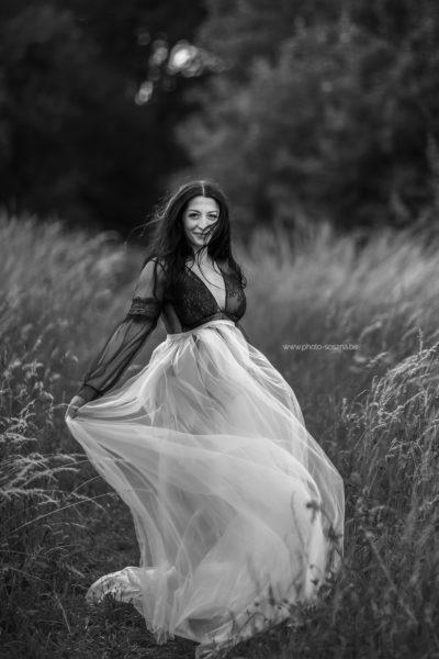 photo grossesse noir et blanc